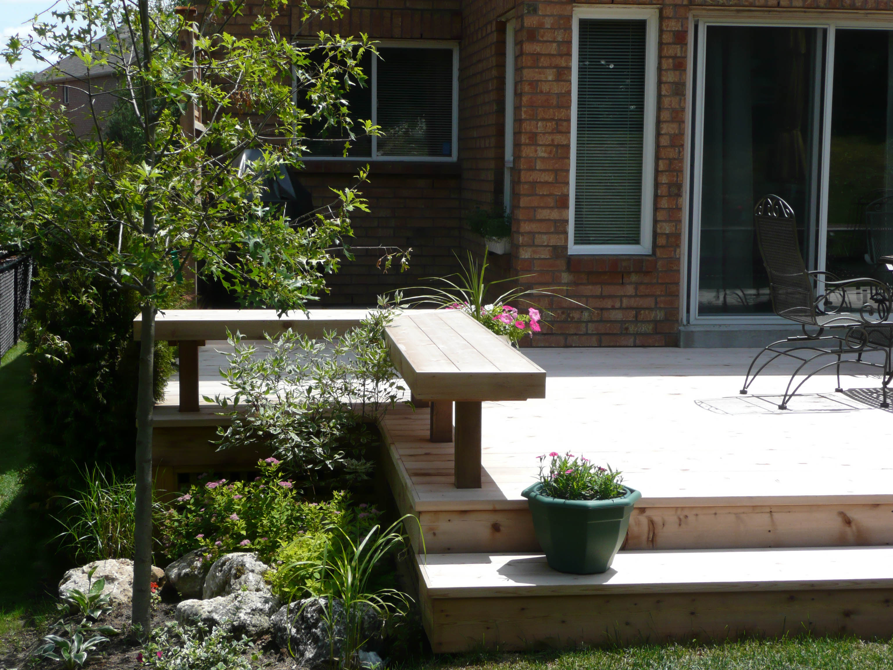 deck-bench-and-garden