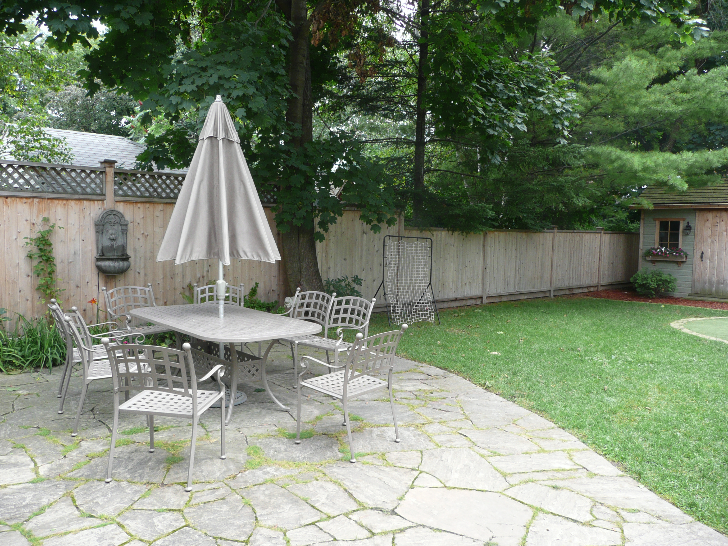 dry-laid-flagstone-patio