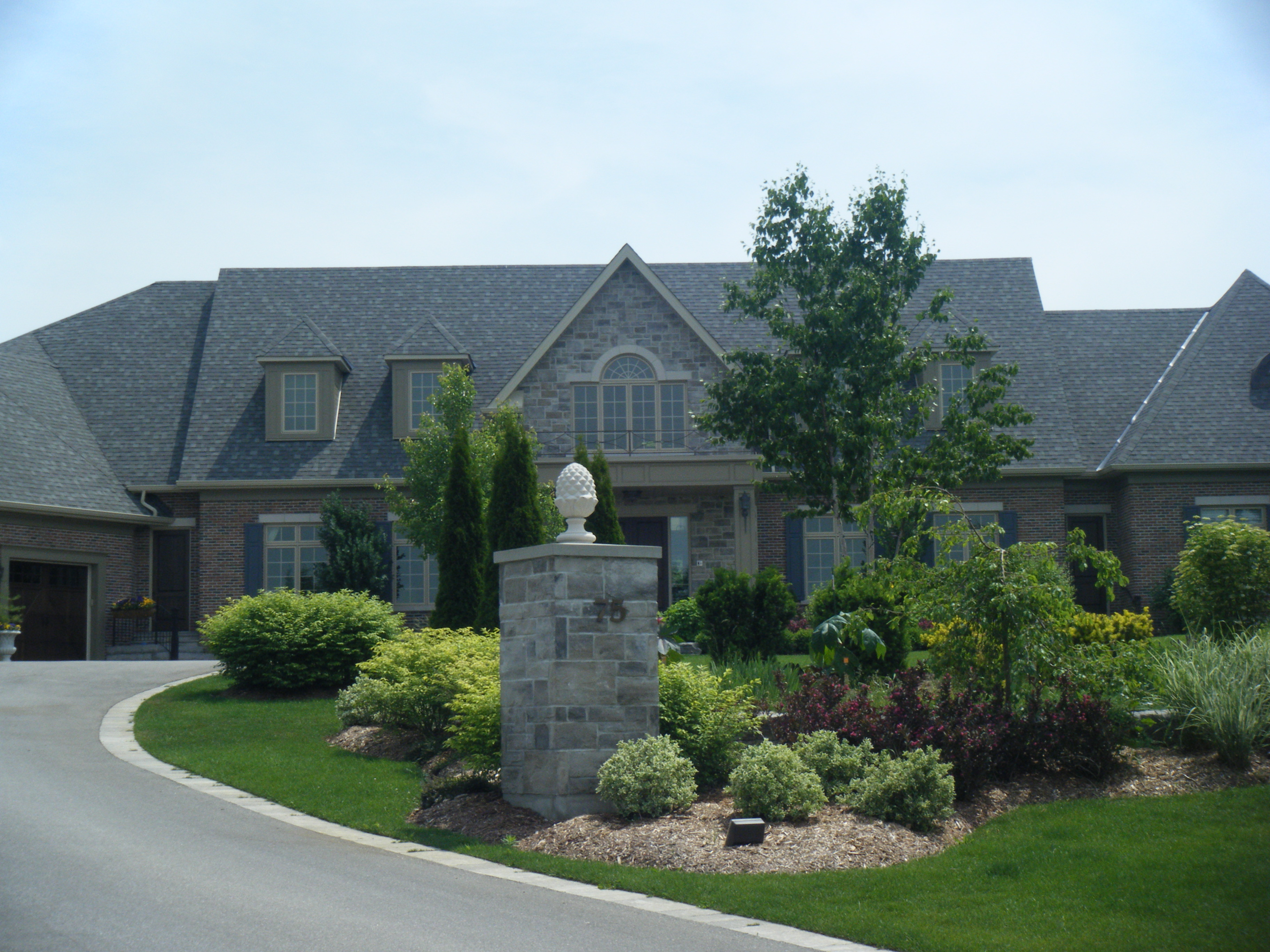 king-township-estate-entrance-1