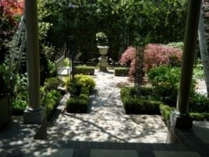 lawrence-park-garden-1
